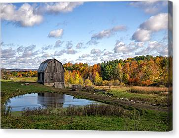 Canvas Print featuring the photograph Barn In Autumn by Mark Papke