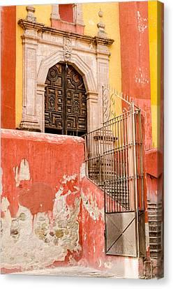 Basilica Colegiata De Nuestra Senora. Canvas Print by Rob Huntley