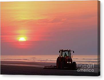 Beach Cleaning At Dawn Wildwood Crest New Jersey Canvas Print