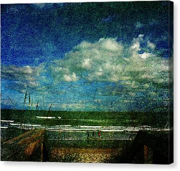 Beachy Day Today Canvas Print by Susanne Van Hulst