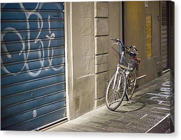 Bike In Florence Canvas Print by Andre Goncalves