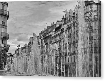 Black And White Fountains In Paris Canvas Print by Georgia Fowler