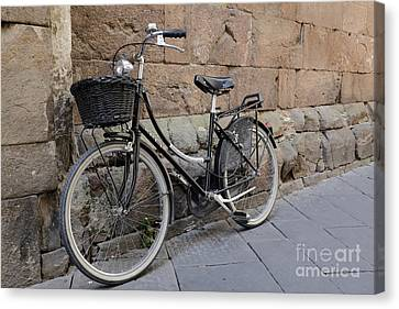 Black Bike On The Streets Of Lucca Italy Canvas Print