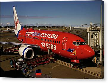 Boeing 737-7q8 Canvas Print by Tim Beach