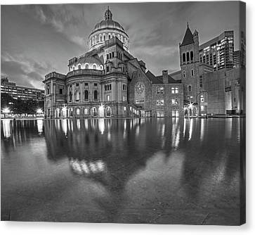 Boston Christian Science Building Reflecting Pool Black And White Canvas Print