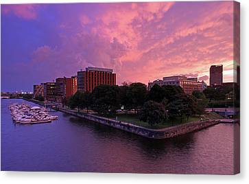 Canvas Print featuring the photograph Boston Royal Sonesta by Juergen Roth