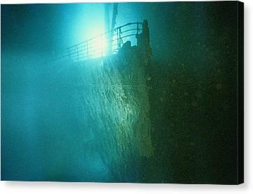 Bow Railing Of R.m.s. Titanic Canvas Print by Emory Kristof