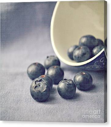 Bowl Of Blueberries Canvas Print by Lyn Randle
