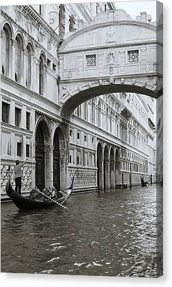 Bridge Of Sighs And Gondola, Venice, Italy Canvas Print by Richard Goodrich