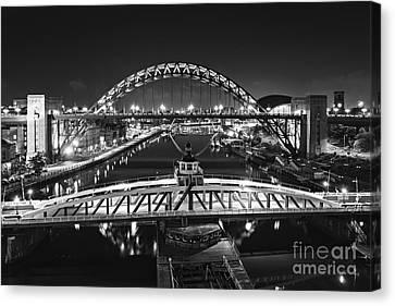 Bridges Over The River Tyne Canvas Print by David Lewins