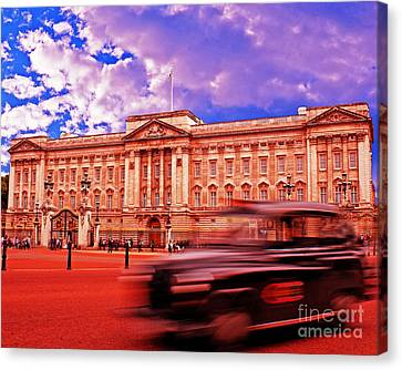Buckingham Palace With Black Cab Canvas Print