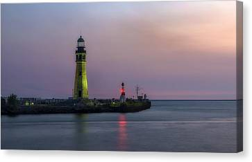 Canvas Print featuring the photograph Buffalo Main Light by Mark Papke