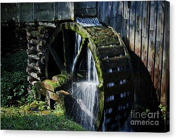 Canvas Print featuring the photograph Cable Mill Water Wheel by Douglas Stucky