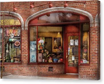 Cafe - Westfield Nj - Tutti Baci Cafe Canvas Print by Mike Savad