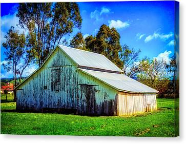 California White Barn Canvas Print by Garry Gay