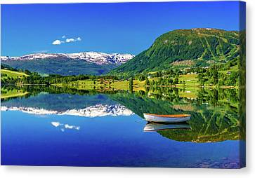 Canvas Print featuring the photograph Calm Morning On Lonavatnet by Dmytro Korol