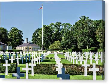Canvas Print featuring the photograph Cambridge England American Cemetery by Alan Toepfer