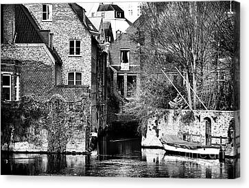 Canal Living In Bruges Canvas Print by John Rizzuto