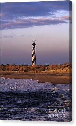 Cape Hatteras Lighthouse At Sunrise - Fs000606 Canvas Print by Daniel Dempster