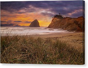 Canvas Print - Cape Kiwanda In Pacific City Beach At Sunset by David Gn
