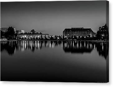 Capitol Reflection Canvas Print by Dado Molina