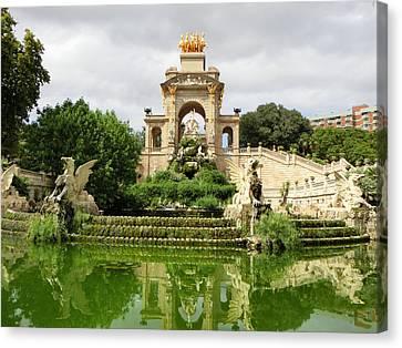 Cascada Fountain At Park De La Ciutadella Canvas Print by Amy Williams