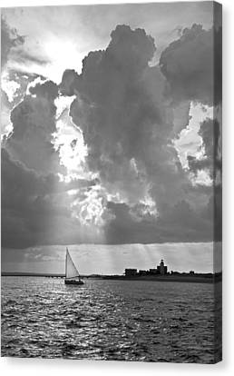 Catboat In Barnstable Harbor Canvas Print by Charles Harden