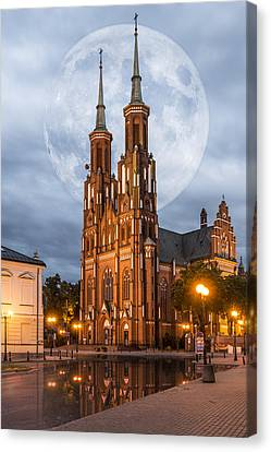 Canvas Print featuring the photograph Cathedral by Jaroslaw Grudzinski