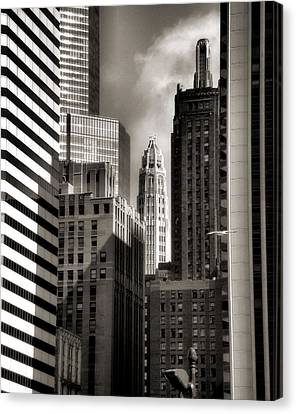 Chicago Architecture - 13 Canvas Print by Ely Arsha