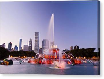 Chicago Buckingham Fountain At Twilight Canvas Print