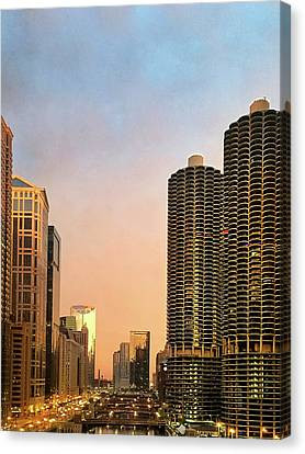 Chicago's Marina Towers At Dawn Canvas Print by Andrew Soundarajan