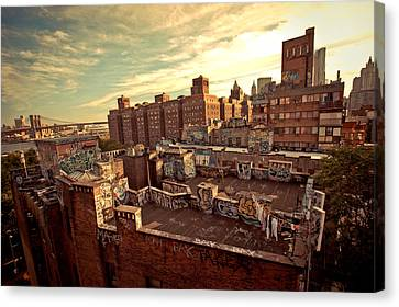 Chinatown Rooftop Graffiti And The Brooklyn Bridge - New York City Canvas Print