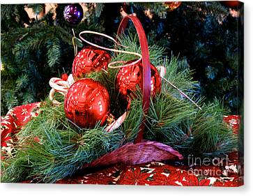 Christmas Centerpiece Canvas Print by Vinnie Oakes