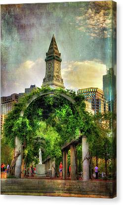 Christopher Columbus Park And The Custom House - Boston Canvas Print