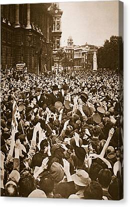 Churchill Mobbed In Whitehall On Ve Day Canvas Print by English School