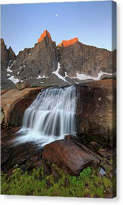 Canvas Print featuring the photograph Cirque Of The Towers Sunrise. by Johnny Adolphson