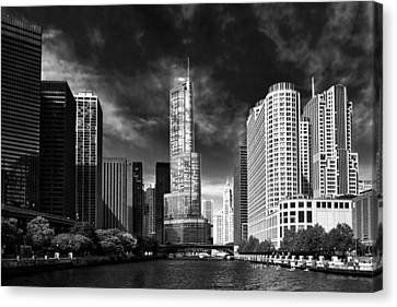 City - Chicago Il - Trump Tower Bw Canvas Print by Mike Savad