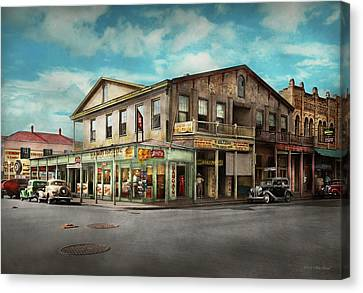 City - Victoria Tx - The Old Rupley Hotel 1931 Canvas Print