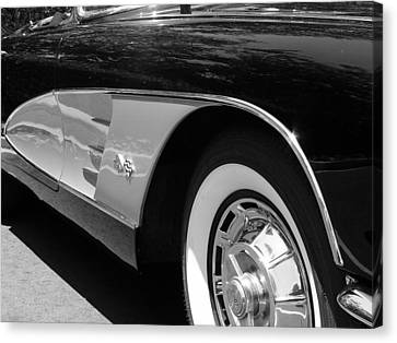 Classic Vette Canvas Print by Jeff Lowe