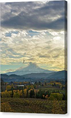Canvas Print - Cloudy Day Over Mount Hood At Hood River Oregon by David Gn