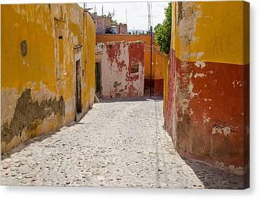 San Miguel De Allende Canvas Print - Cobbled Street In San Miguel De Allende by Rob Huntley