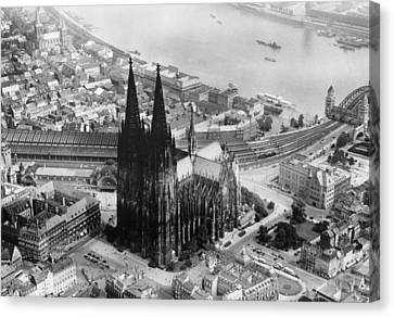 Cologne, Germany, The Cologne Cathedral Canvas Print by Everett