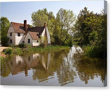 Constable Country The Hay Wain Canvas Print by Ian Merton