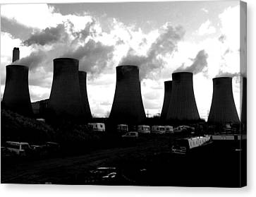 Canvas Print featuring the photograph Cooling Place To Live by Jez C Self