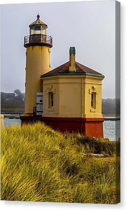 Coquille River Lighthouse And Dune Grass Canvas Print by Garry Gay