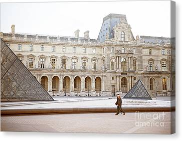 Canvas Print featuring the photograph Couple Strolling At Louvre Museum  by Ivy Ho