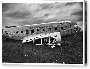 Canvas Print featuring the photograph Crash by Wade Courtney