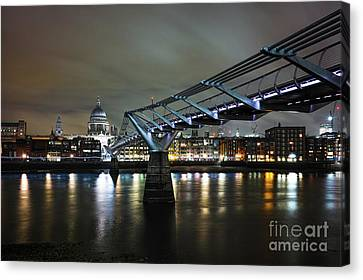 Crossing The Thames Canvas Print by Giuseppe Torre