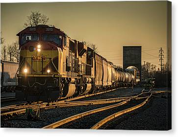 Csx Q555 Departs Doyle Yard At Owensboro, Ky Canvas Print