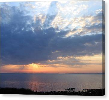 Canvas Print featuring the photograph Dawn Sun Rays by Frederic Kohli